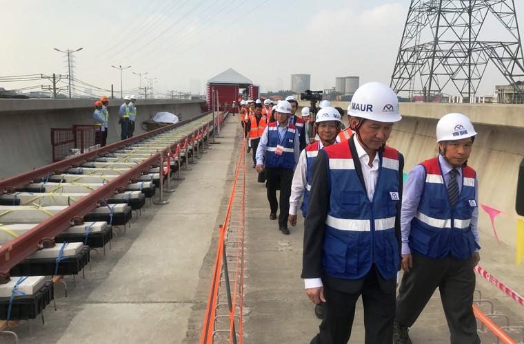 Can canh doan duong ray dau tien tren tuyen Metro Ben Thanh - Suoi Tien-Hinh-2