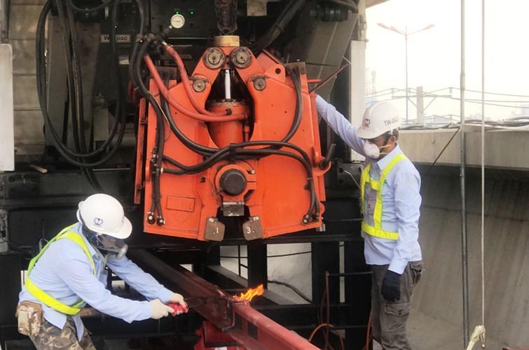 Can canh doan duong ray dau tien tren tuyen Metro Ben Thanh - Suoi Tien-Hinh-6