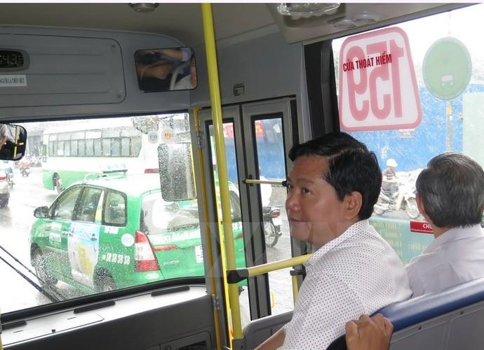 Bi thu Thang trai nghiem tuyen xe buyt noi san bay Tan Son Nhat-Hinh-2