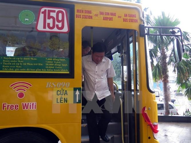 Bi thu Thang trai nghiem tuyen xe buyt noi san bay Tan Son Nhat-Hinh-3