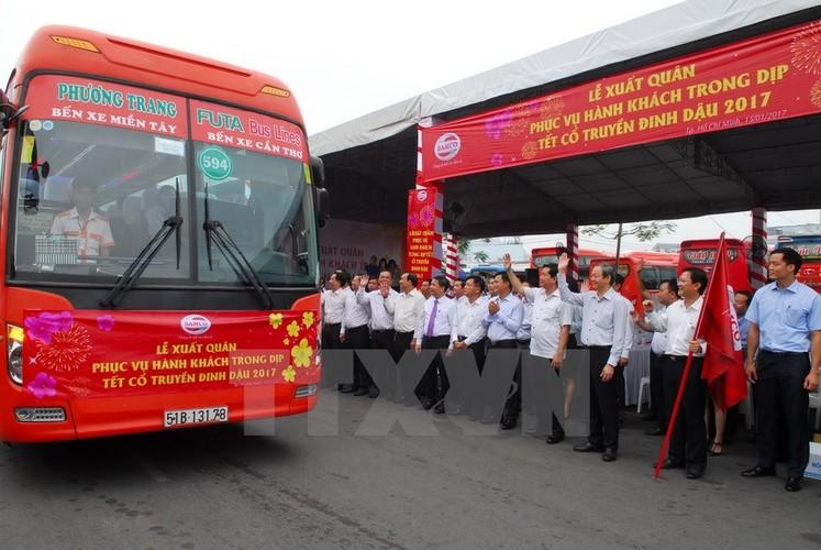 Bi thu Thang trai nghiem tuyen xe buyt noi san bay Tan Son Nhat-Hinh-5