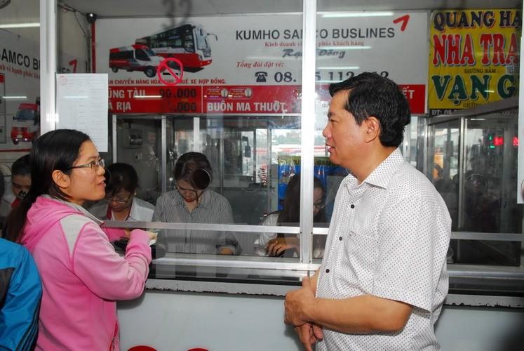 Bi thu Thang trai nghiem tuyen xe buyt noi san bay Tan Son Nhat-Hinh-6