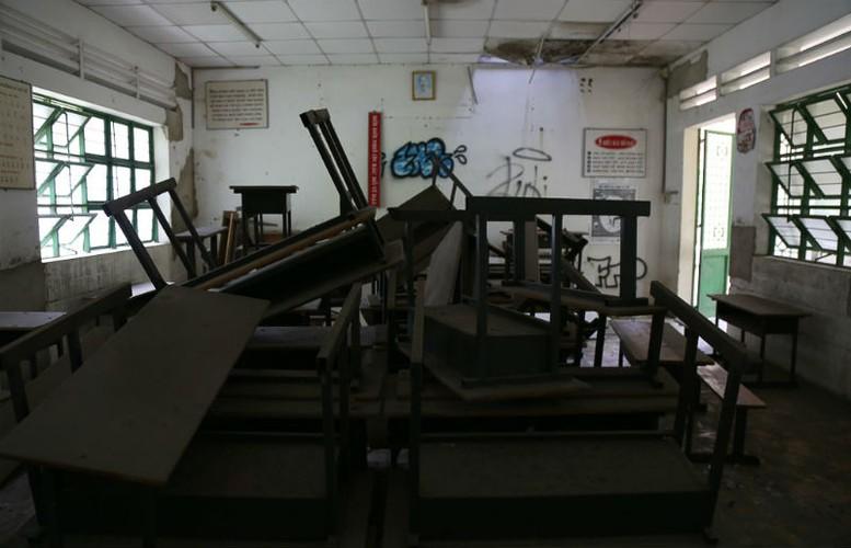 Ben trong ngoi truong 20 ty dong bi bo hoang o Sai Gon-Hinh-5