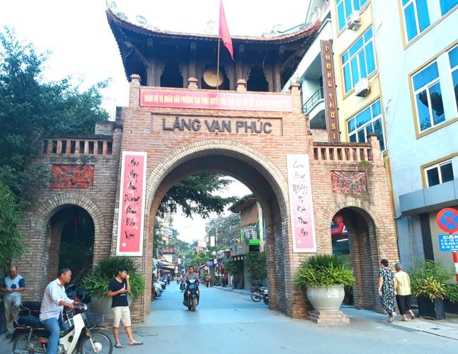 Lang lua Van Phuc bong dung dong khach nho... Khaisilk-Hinh-2