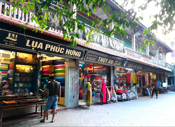 Lang lua Van Phuc bong dung dong khach nho... Khaisilk-Hinh-4