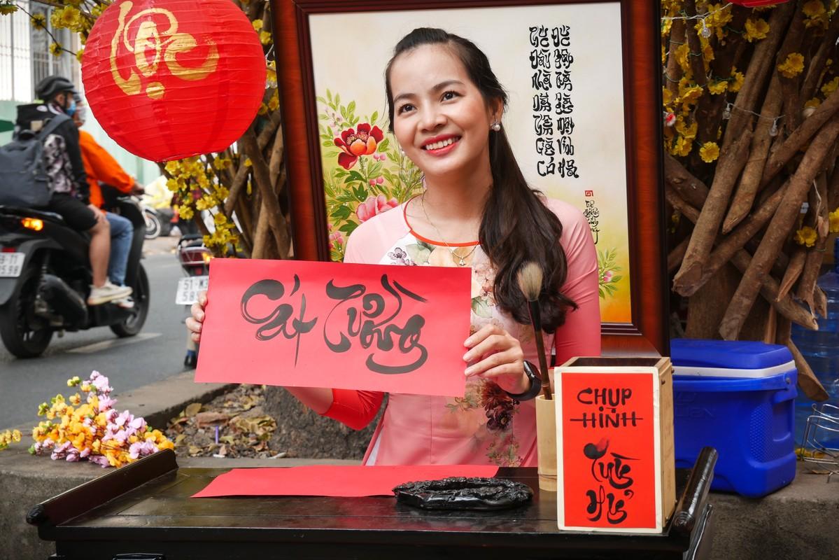 Hotgirl Sai Gon xung xinh ao dai den check-in 'duong mai vang'-Hinh-12