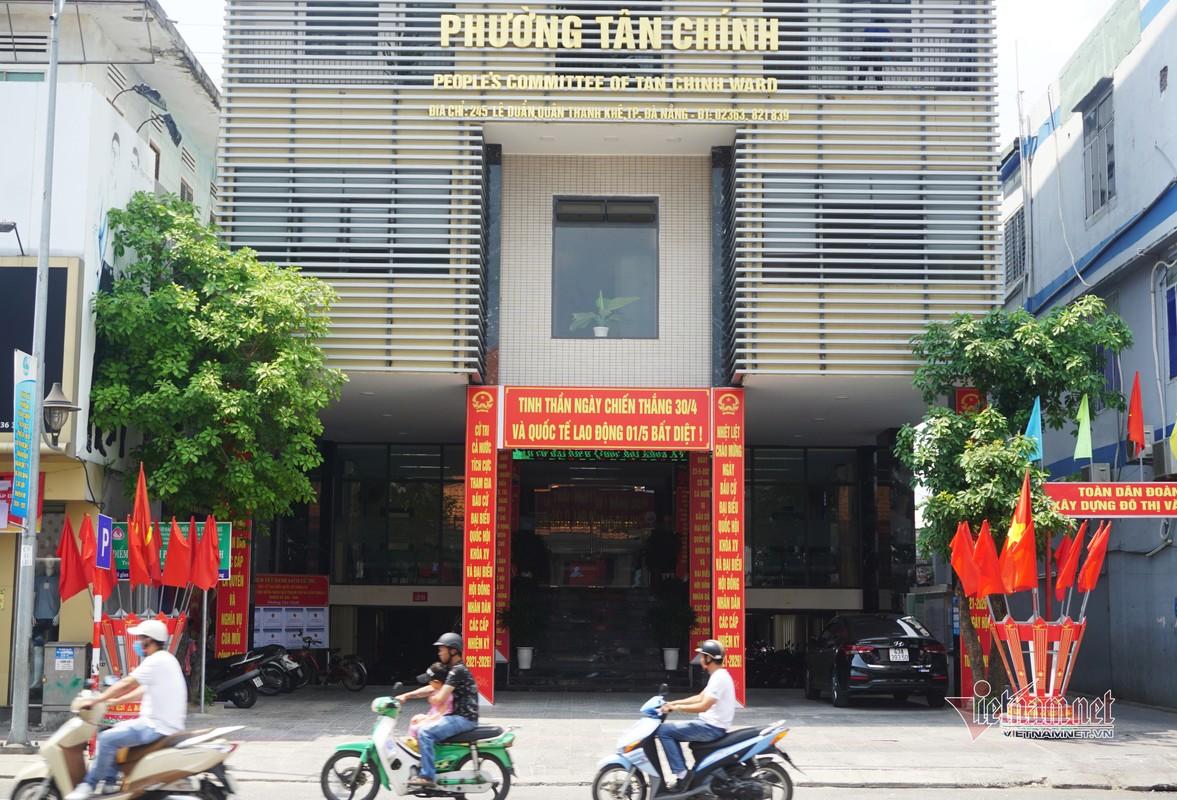 Mung dai le 30/4, duong pho Da Nang rop sac do-Hinh-4