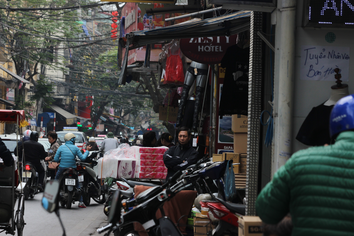 "Anh: Via he pho co Ha Noi bi cac ho kinh doanh ""nuot"" gon-Hinh-10"