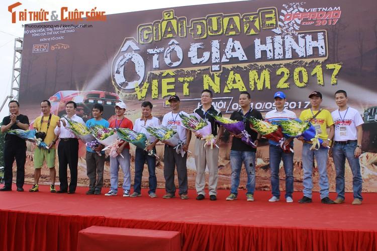 Khai man giai dua oto dia hinh lon nhat Viet Nam 2017