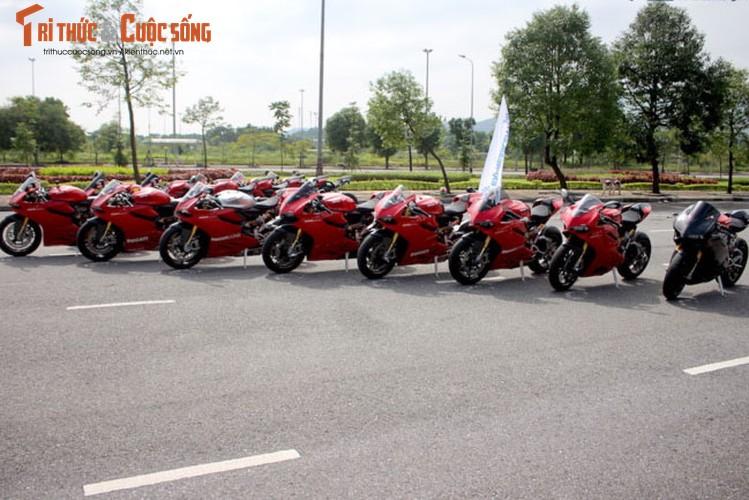 "Dan sieu moto Ducati Panigale ""khoe dang"" tai Ha Noi-Hinh-13"