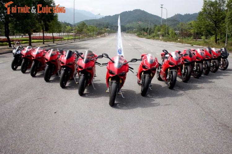 "Dan sieu moto Ducati Panigale ""khoe dang"" tai Ha Noi"
