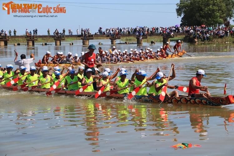 Tung bung le hoi dua thuyen tren que huong Dai tuong Vo Nguyen Giap-Hinh-11