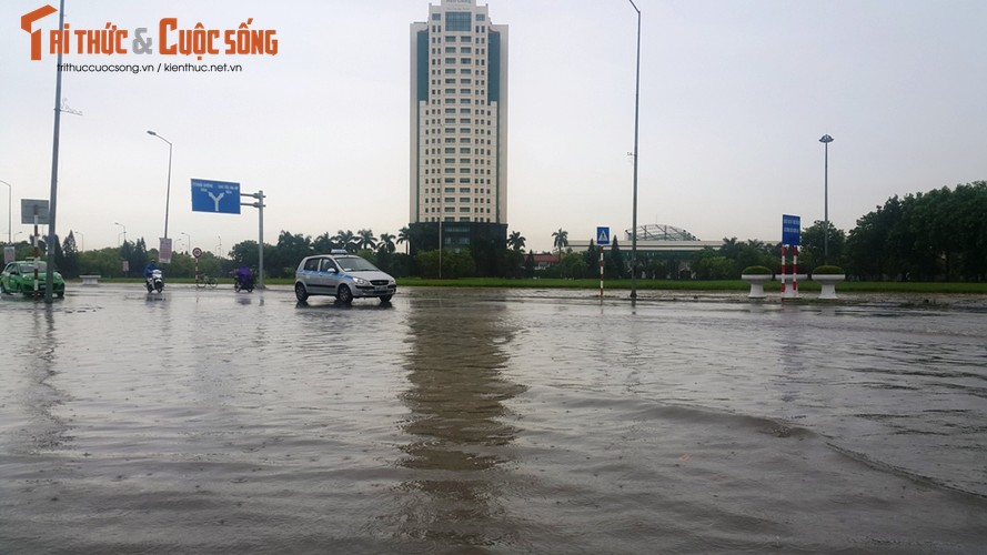 """Anh: TP Hai Duong """"thanh song"""" sau con mua lon"""