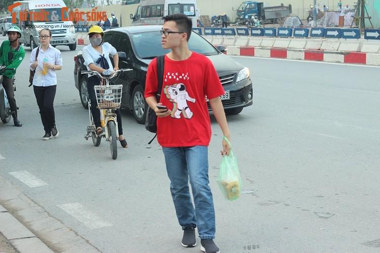 Anh: Thi sinh hoi hop truoc thi vao lop 10 o Ha Noi-Hinh-13