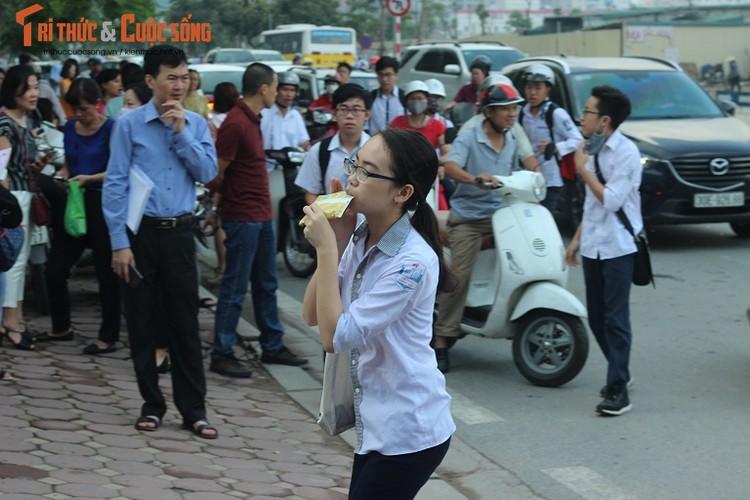 Anh: Thi sinh hoi hop truoc thi vao lop 10 o Ha Noi-Hinh-14