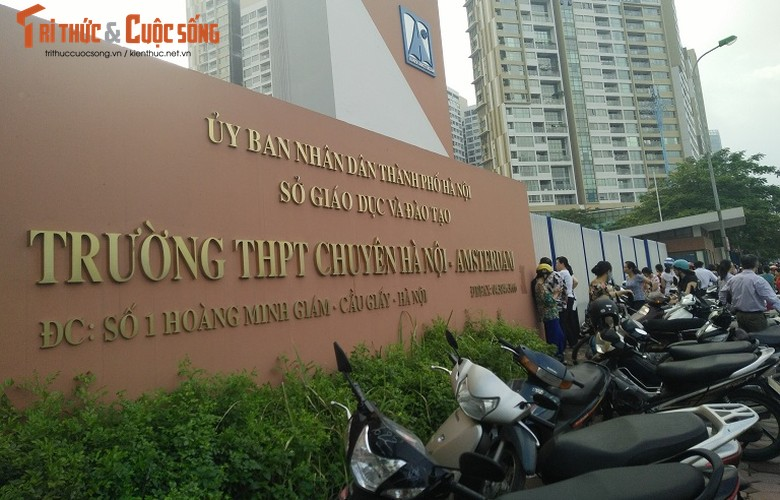 Anh: Thi sinh hoi hop truoc thi vao lop 10 o Ha Noi-Hinh-18