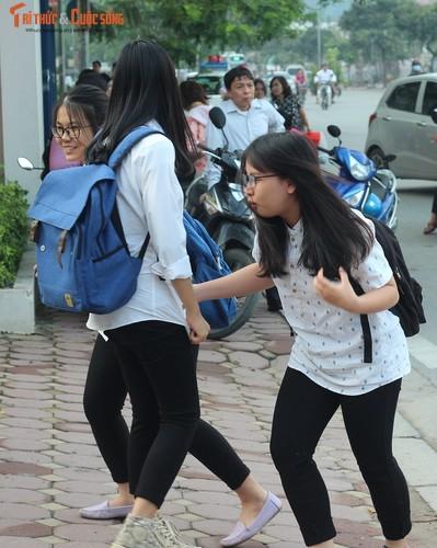 Anh: Thi sinh hoi hop truoc thi vao lop 10 o Ha Noi-Hinh-4