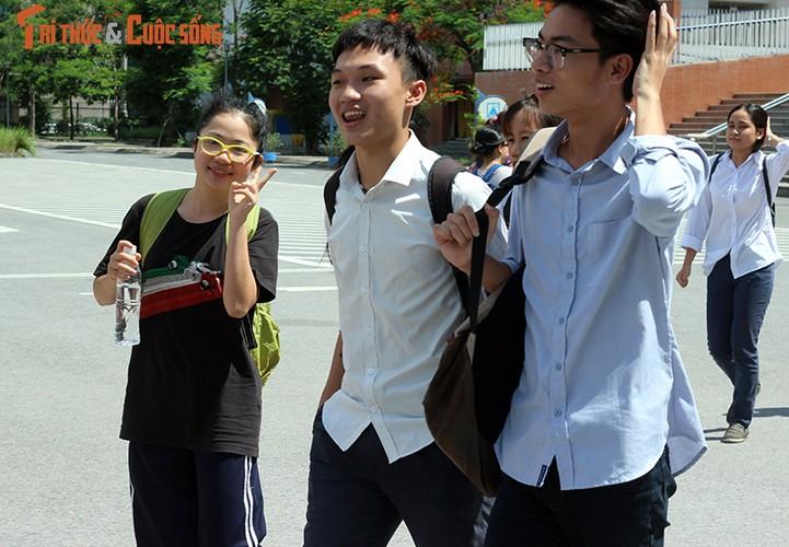 Anh: Thi sinh tho phao voi de thi mon Ngu van THPT Quoc gia-Hinh-2