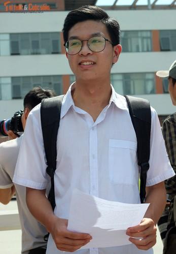 Anh: Thi sinh tho phao voi de thi mon Ngu van THPT Quoc gia-Hinh-4