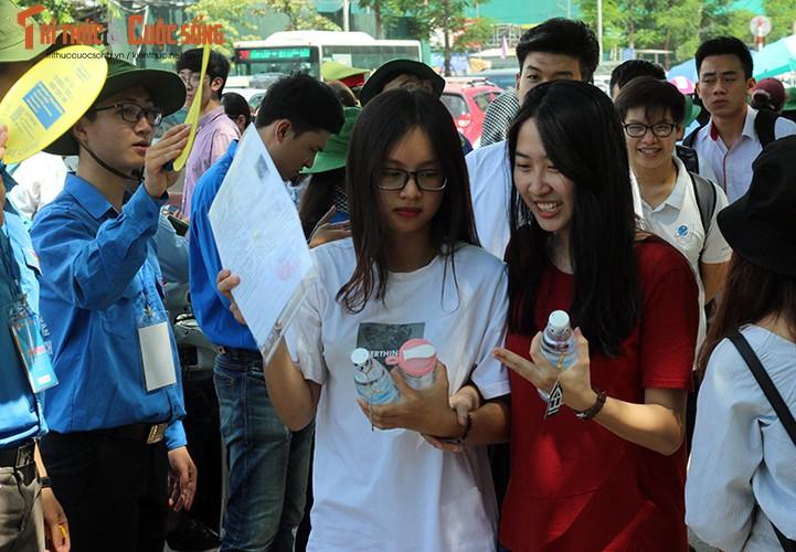Anh: Thi sinh tho phao voi de thi mon Ngu van THPT Quoc gia-Hinh-6