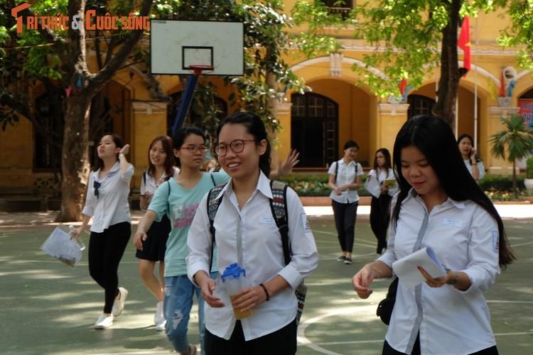 Anh: Thi sinh tho phao voi de thi mon Ngu van THPT Quoc gia-Hinh-13