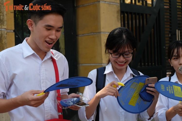 Anh: Thi sinh tho phao voi de thi mon Ngu van THPT Quoc gia-Hinh-15