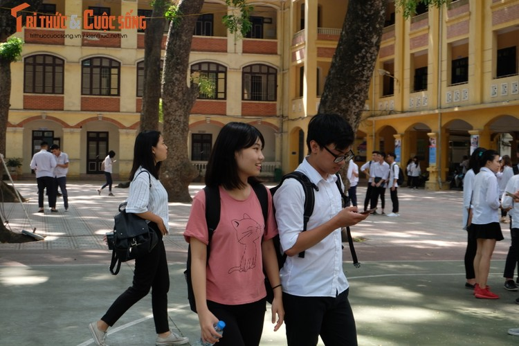 Anh: Thi sinh tho phao voi de thi mon Ngu van THPT Quoc gia-Hinh-17
