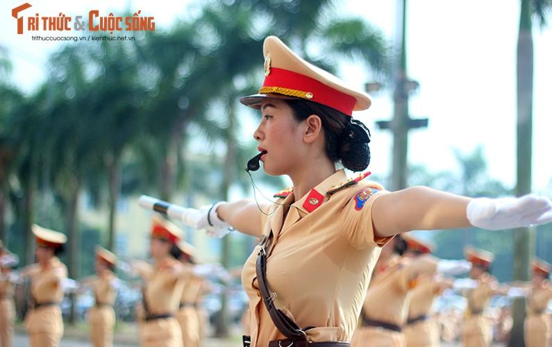 Phat sot voi man mua vo cua nam nu CSGT Ha Noi-Hinh-12