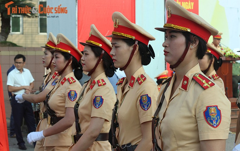 Phat sot voi man mua vo cua nam nu CSGT Ha Noi-Hinh-14