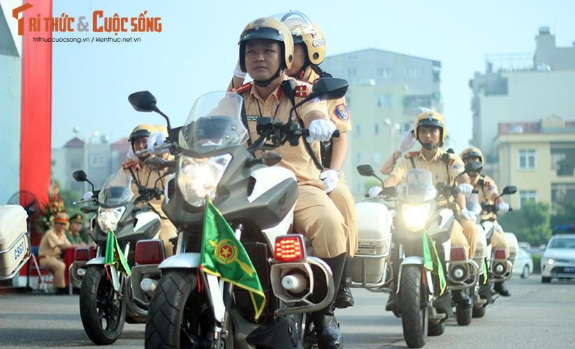 Phat sot voi man mua vo cua nam nu CSGT Ha Noi-Hinh-18