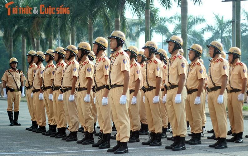 Phat sot voi man mua vo cua nam nu CSGT Ha Noi-Hinh-4