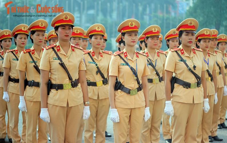 Phat sot voi man mua vo cua nam nu CSGT Ha Noi-Hinh-6