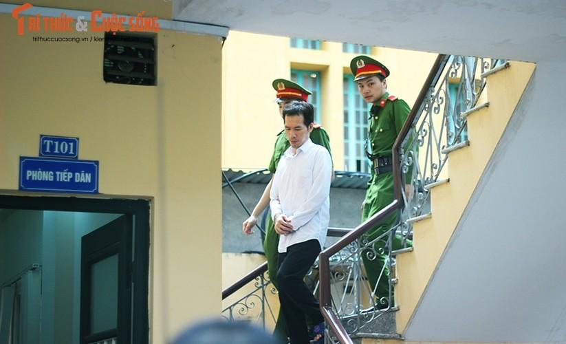 Anh: Ha Van Tham mim cuoi, Nguyen Xuan Son hoc hac sau ban an-Hinh-12
