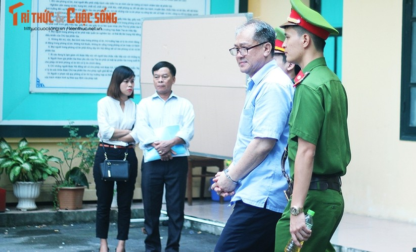 Anh: Ha Van Tham mim cuoi, Nguyen Xuan Son hoc hac sau ban an-Hinh-13