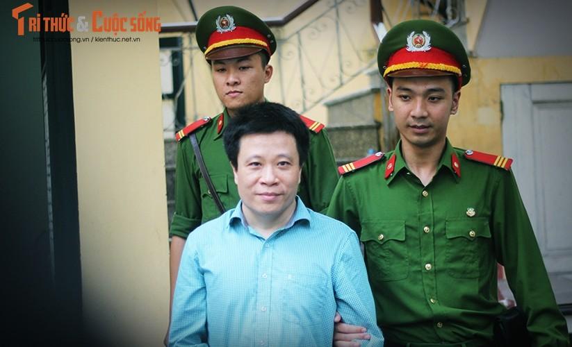 Anh: Ha Van Tham mim cuoi, Nguyen Xuan Son hoc hac sau ban an-Hinh-3