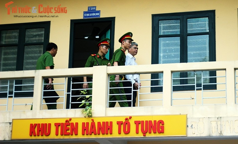 Anh: Ha Van Tham mim cuoi, Nguyen Xuan Son hoc hac sau ban an-Hinh-5
