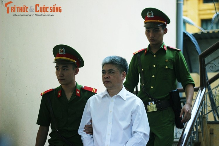 Anh: Ha Van Tham mim cuoi, Nguyen Xuan Son hoc hac sau ban an-Hinh-6