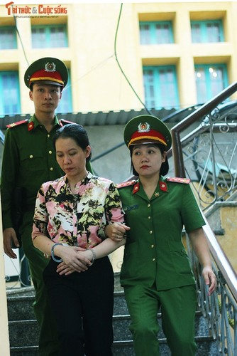 Anh: Ha Van Tham mim cuoi, Nguyen Xuan Son hoc hac sau ban an-Hinh-7