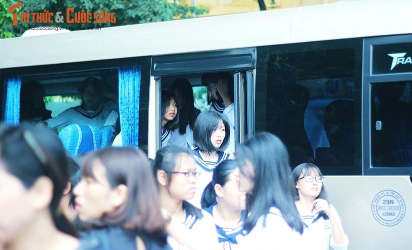 Anh: Xuc dong, nghen ngao le tang thay Van Nhu Cuong-Hinh-11
