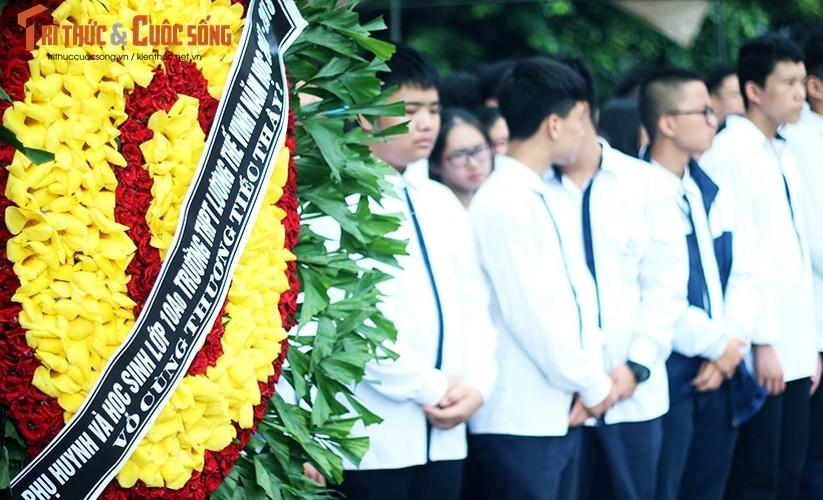Anh: Xuc dong, nghen ngao le tang thay Van Nhu Cuong-Hinh-7