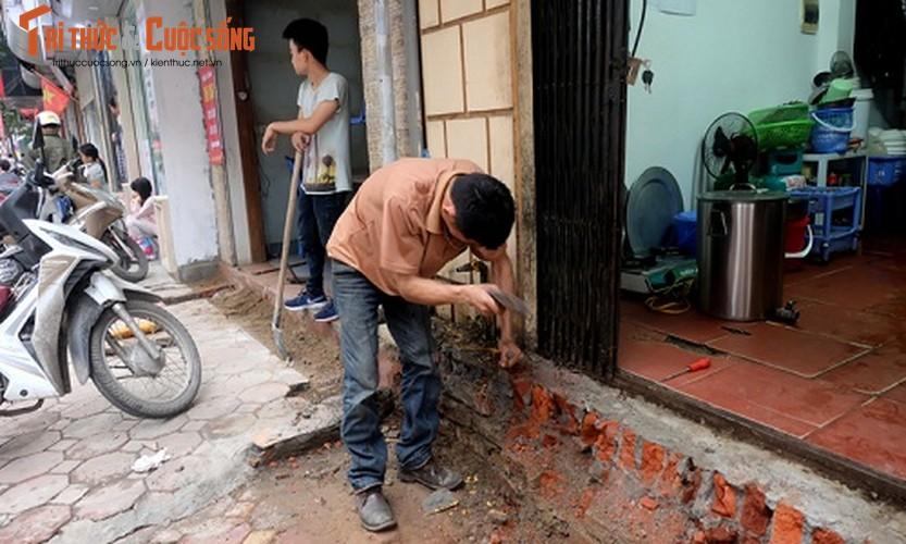 Anh: Nguoi dan tay xeng tay bua sua bac them vua bi dap bo-Hinh-5