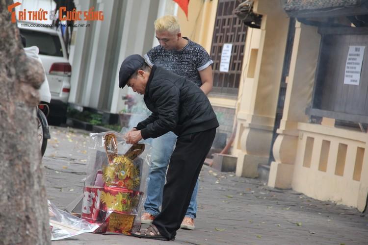 Chum anh: Khong khi chieu 30 Tet Dinh Dau o Ha Noi-Hinh-9