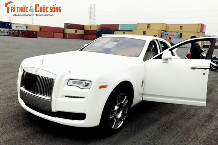Rolls-Royce Ghost gia 42 ty dong ve Viet Nam ngay can Tet