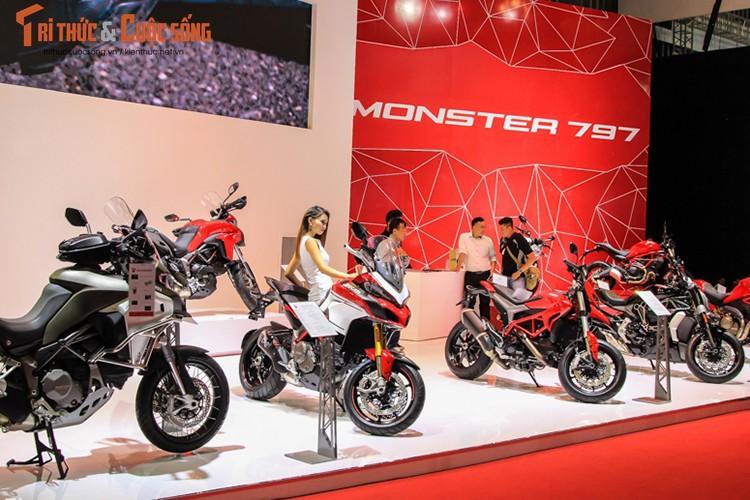 "Ngoc Trinh ""vay ngan, lung tran"" ben moto Ducati khung-Hinh-8"