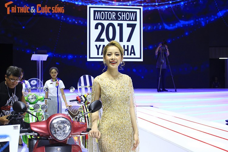 "Minh Hang ""hen ho"" Chi Pu tai gian hang Yamaha o VCMS 2017-Hinh-8"