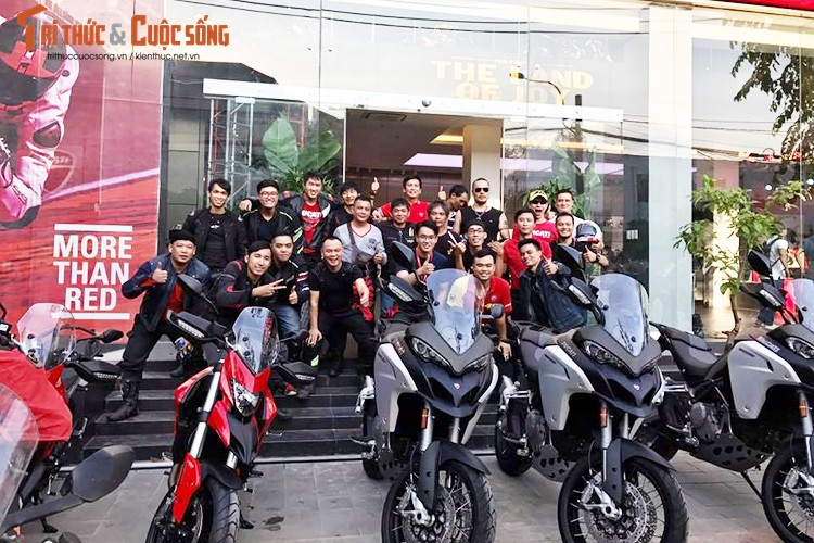 Ducati Viet Nam co showroom moto chuan 3S toan cau-Hinh-10
