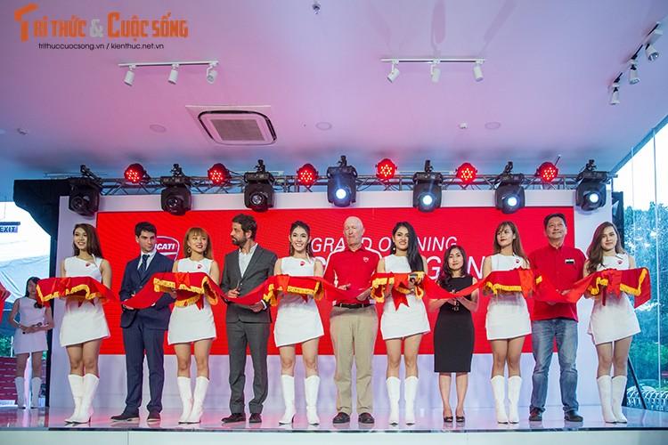 Ducati Viet Nam co showroom moto chuan 3S toan cau-Hinh-2