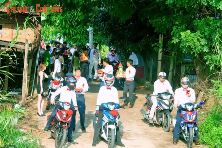 """Hon 50 xe Honda Winner ram ro """"cuop dau"""" o An Giang-Hinh-2"""