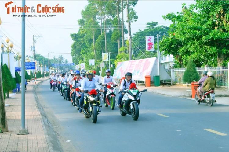 """Hon 50 xe Honda Winner ram ro """"cuop dau"""" o An Giang-Hinh-4"""