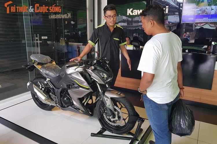 """Dan choi Sai Gon """"xach"""" 150 trieu tien le mua Kawasaki Z300"""